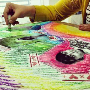 עבודה עם צבע במהלך סדנה